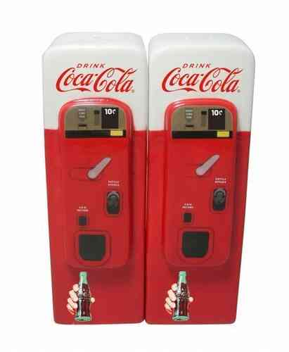 Coca-Cola Ceramic Vending Machine Salt &Pepper shaker
